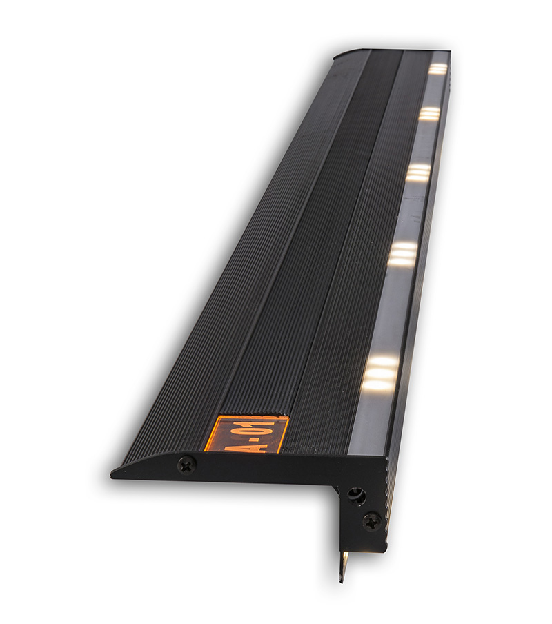 Perfil iluminado LED para degrau